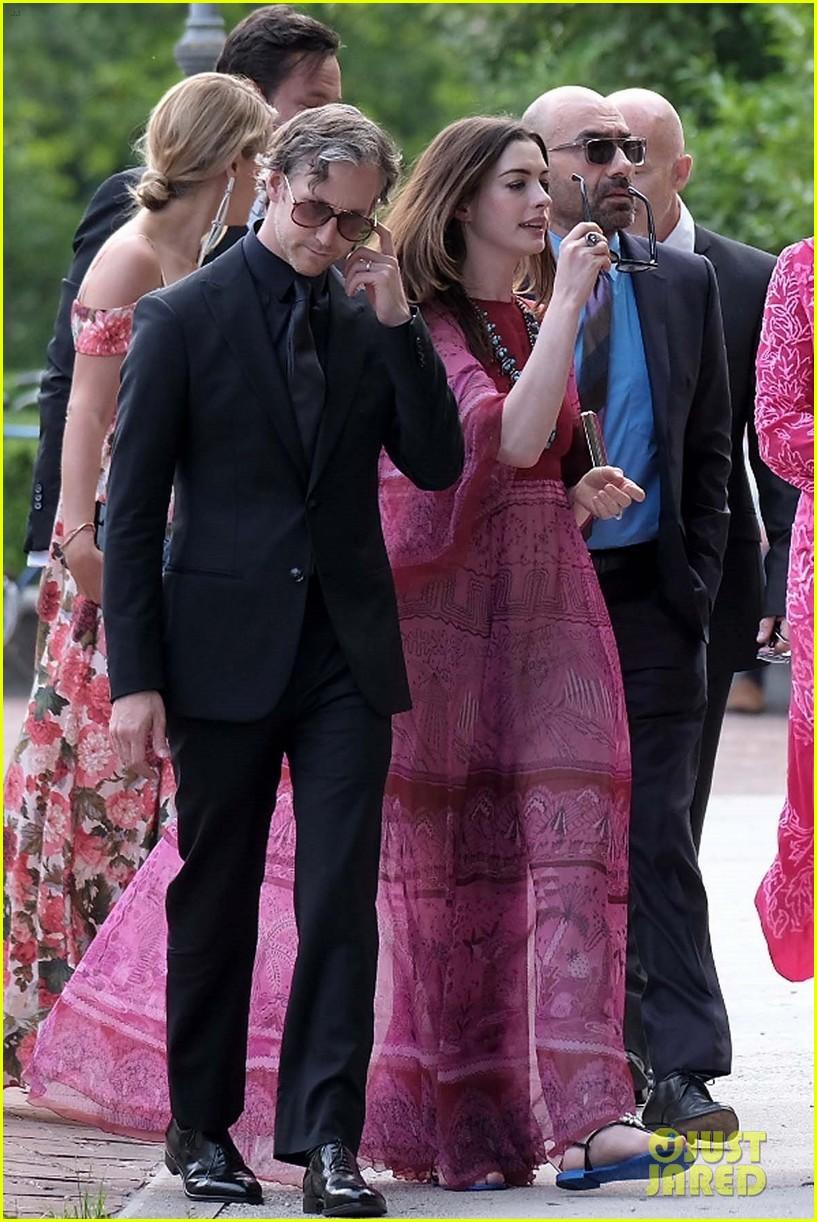 anne hathaway emily blunt jessica chastain wedding 013912201