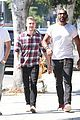 charlie hunnam lunch with friends 18