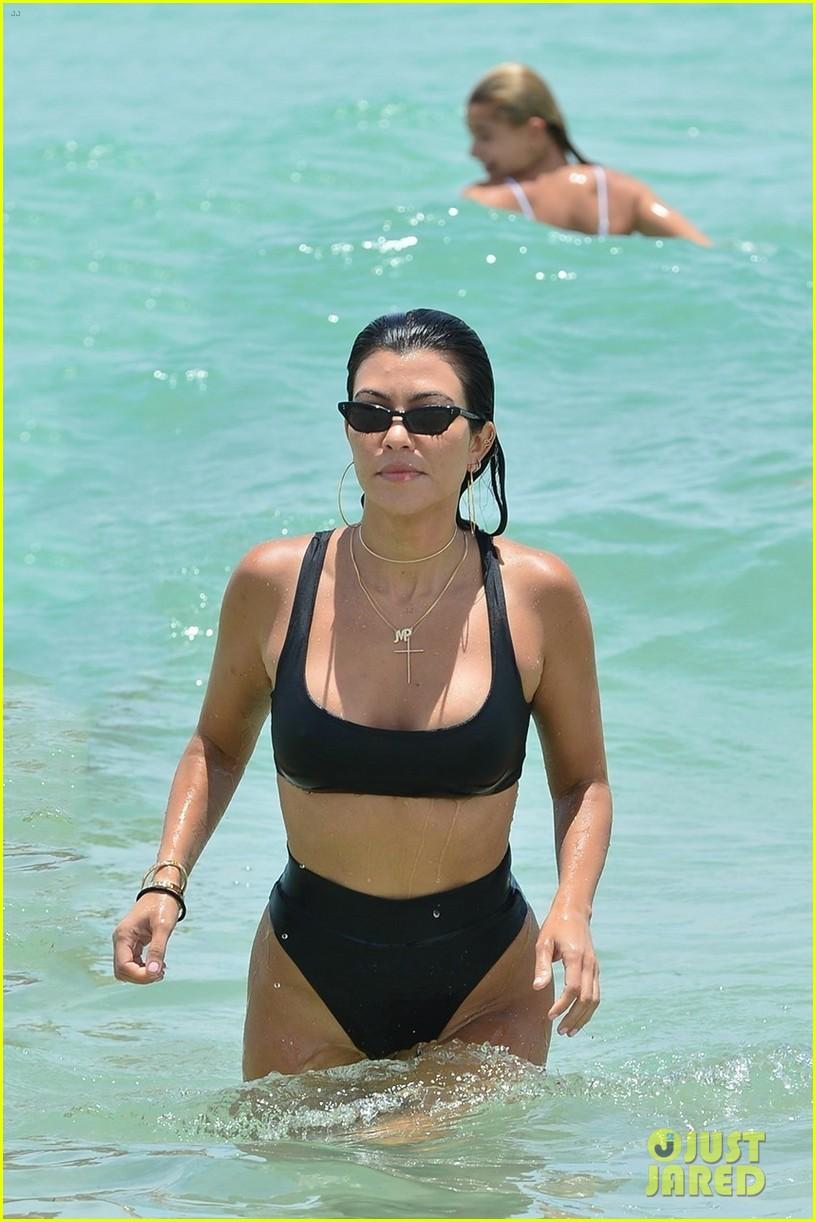kourtney kardashian miami beach pictures hailey baldwin 043913443
