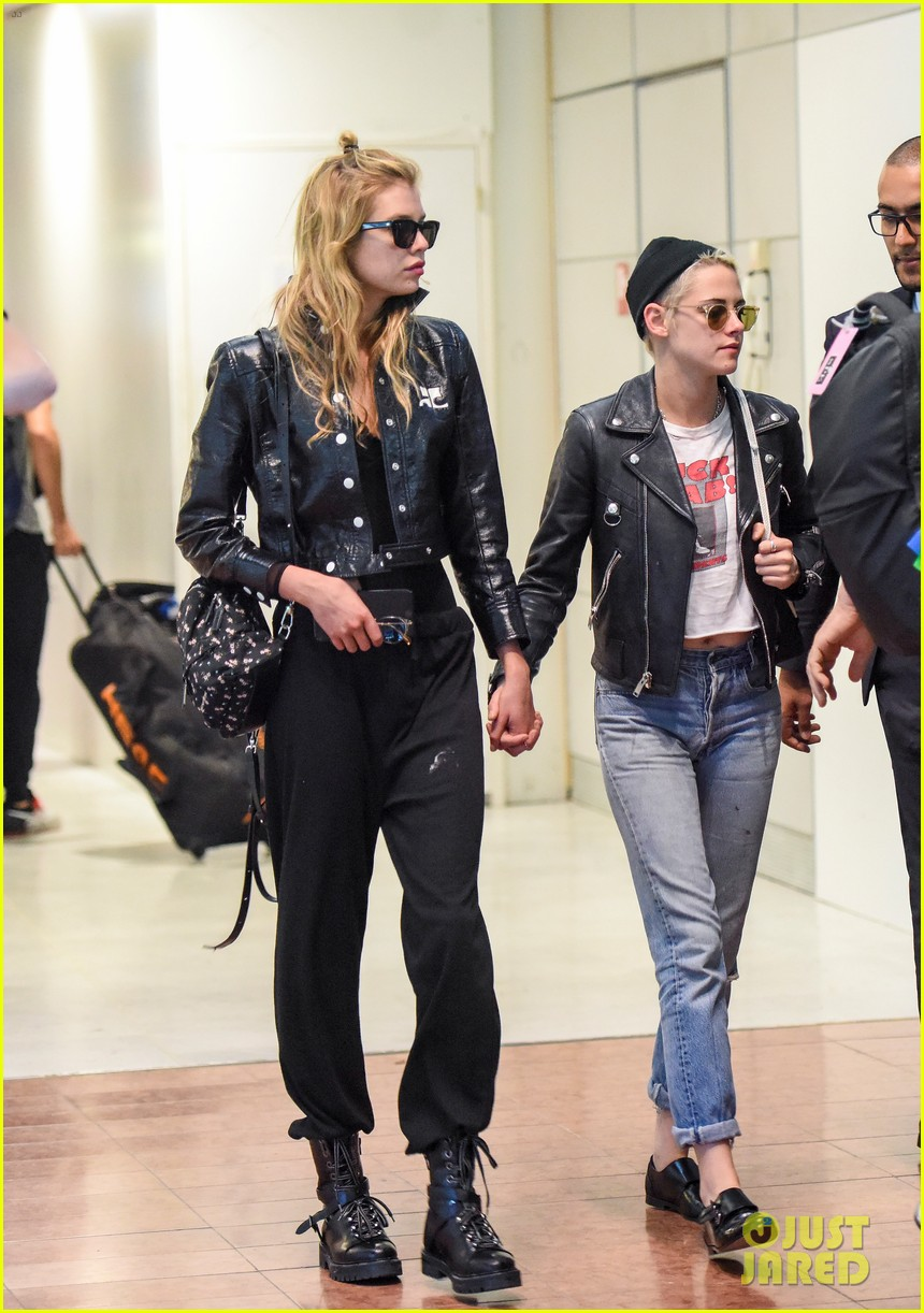 kristen stewart stella maxwell couple up in paris 043913929
