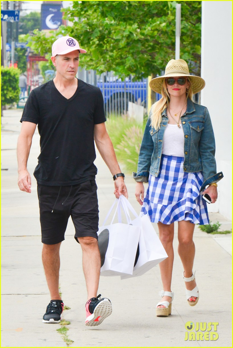 reese witherspoon jim toth lunch venice beach 043909110