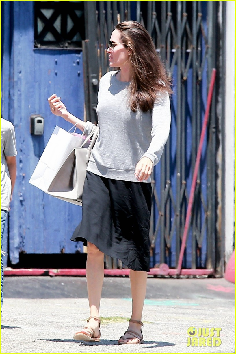 angelina jolie goes toy shopping with knox 03