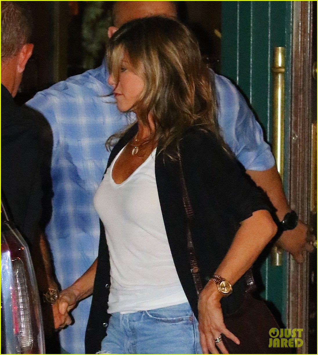 jennifer aniston justin theroux hold hands on date night 053930029