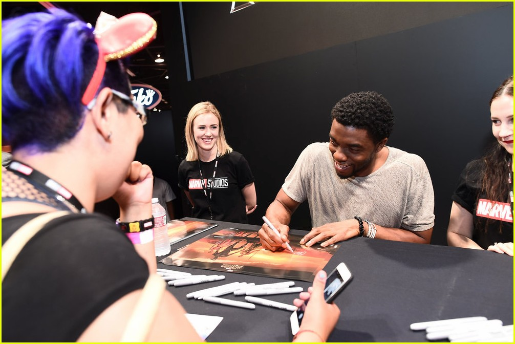 black panthers chadwick boseman meets fans at d23 expo 103928409