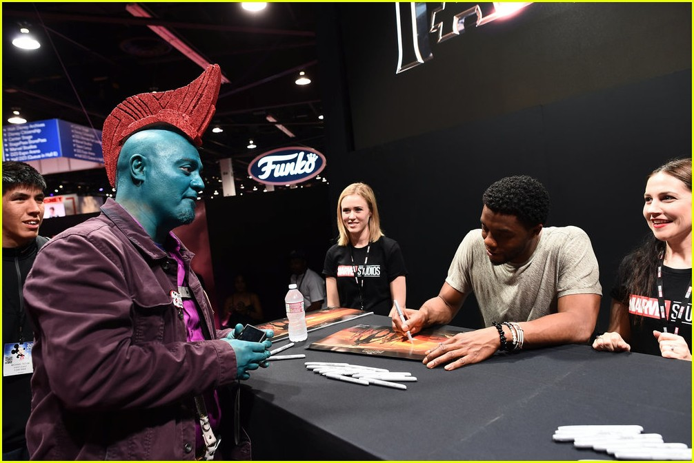 black panthers chadwick boseman meets fans at d23 expo 18