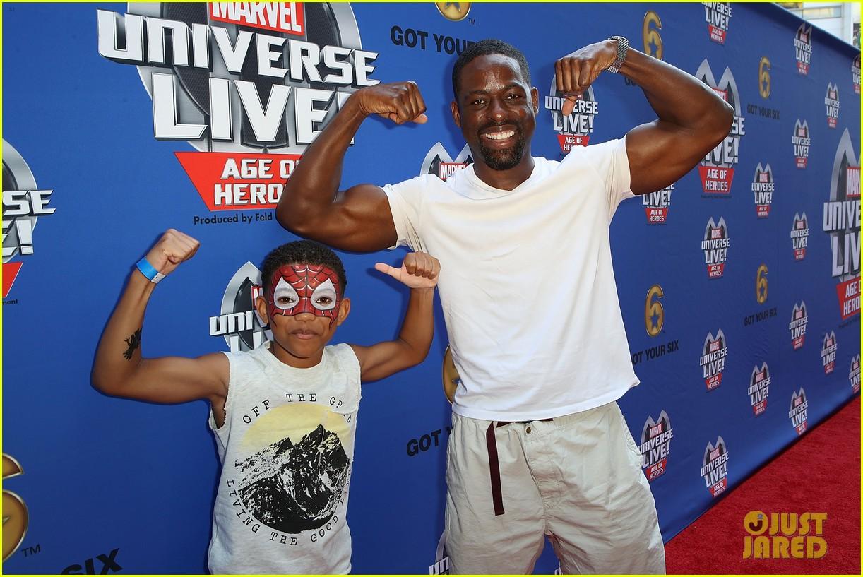 sterling k brown flexes huge biceps at marvel universe live 03