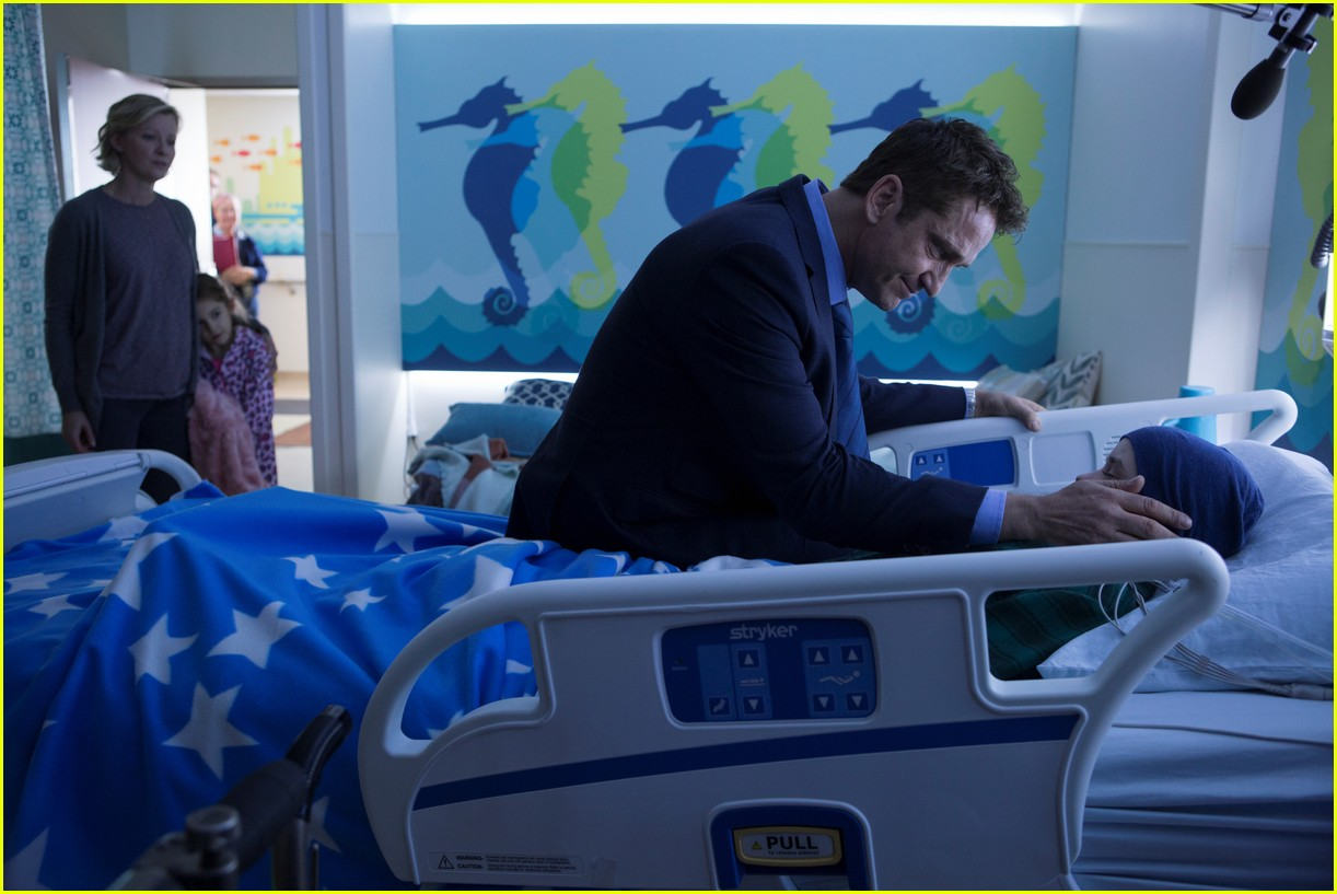gerard butler family man stills 15