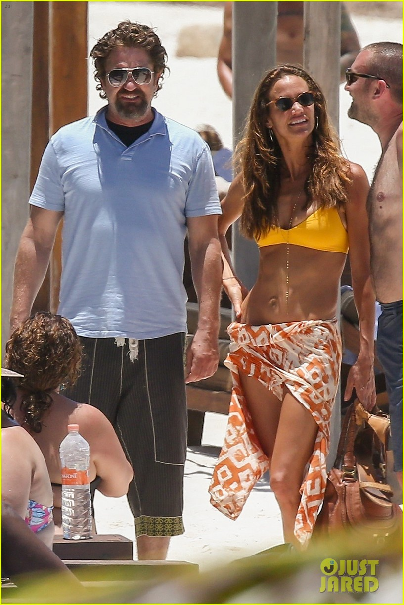 gerard butler on again gf hit the beach in mexico04
