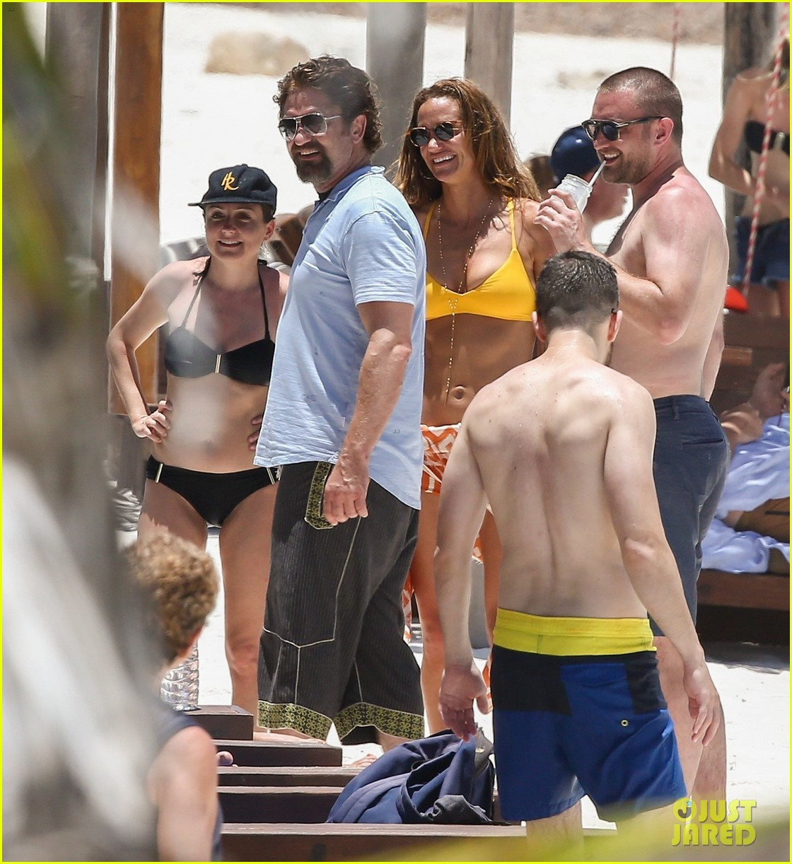 gerard butler on again gf hit the beach in mexico063922442