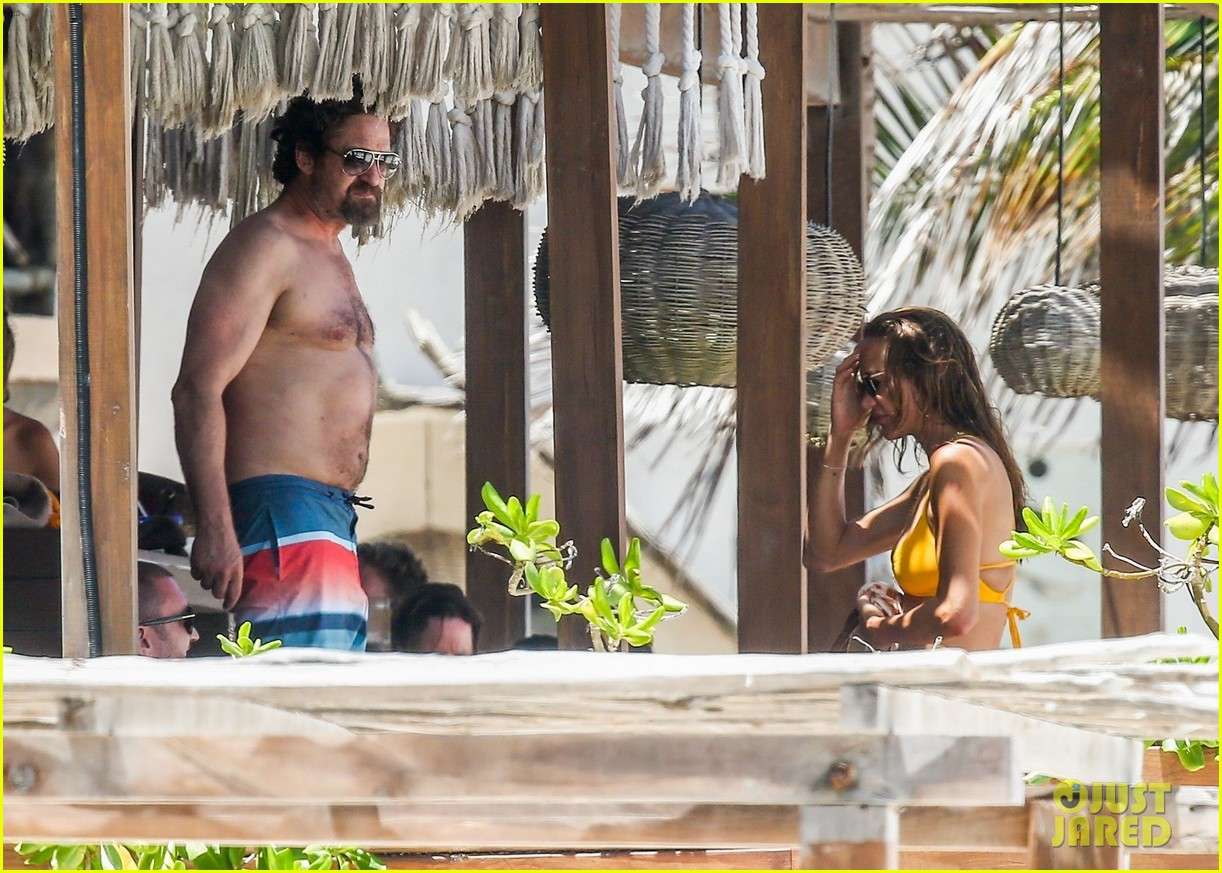 gerard butler on again gf hit the beach in mexico24
