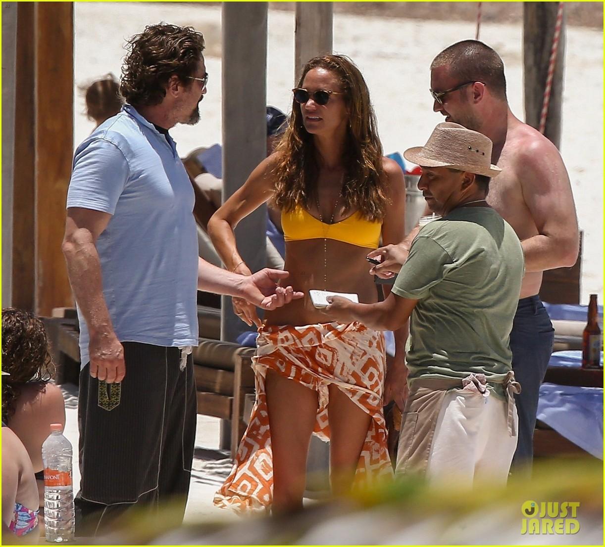 gerard butler on again gf hit the beach in mexico30