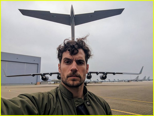 henry cavill facial hair digitally removed justice league 023933292