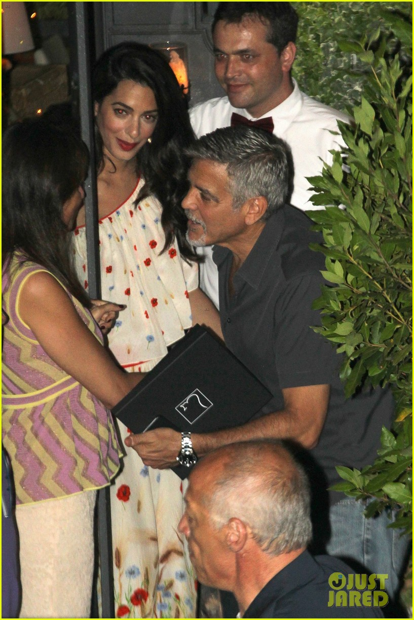 new parents george amal clooney dine with friends in italy 05
