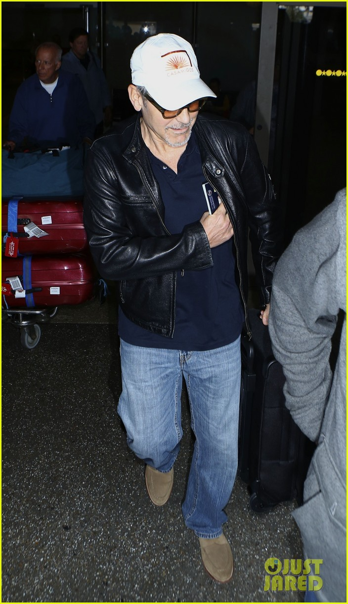 George Clooney back in the US July 2017 George-clooney-wraps-up-italy-trip-in-leather-jacket-and-casamigos-hat-03