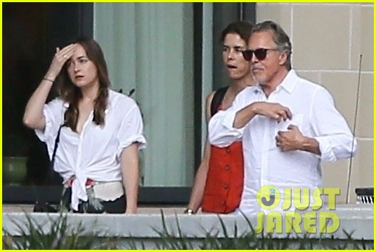 dakota johnson meets up with dad don 033929168