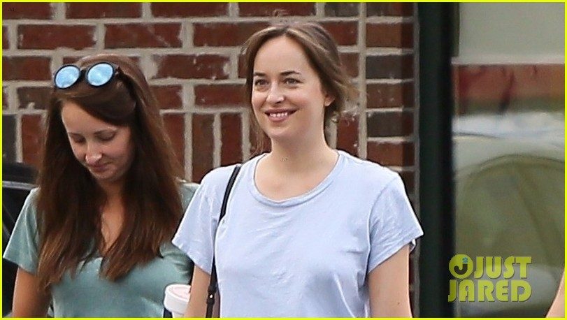 dakota johnson meets up with dad don 043929169