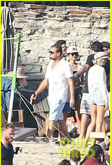 leonardo dicaprio hangs out shirtless with orlando bloom tobey maguire and more 093924053