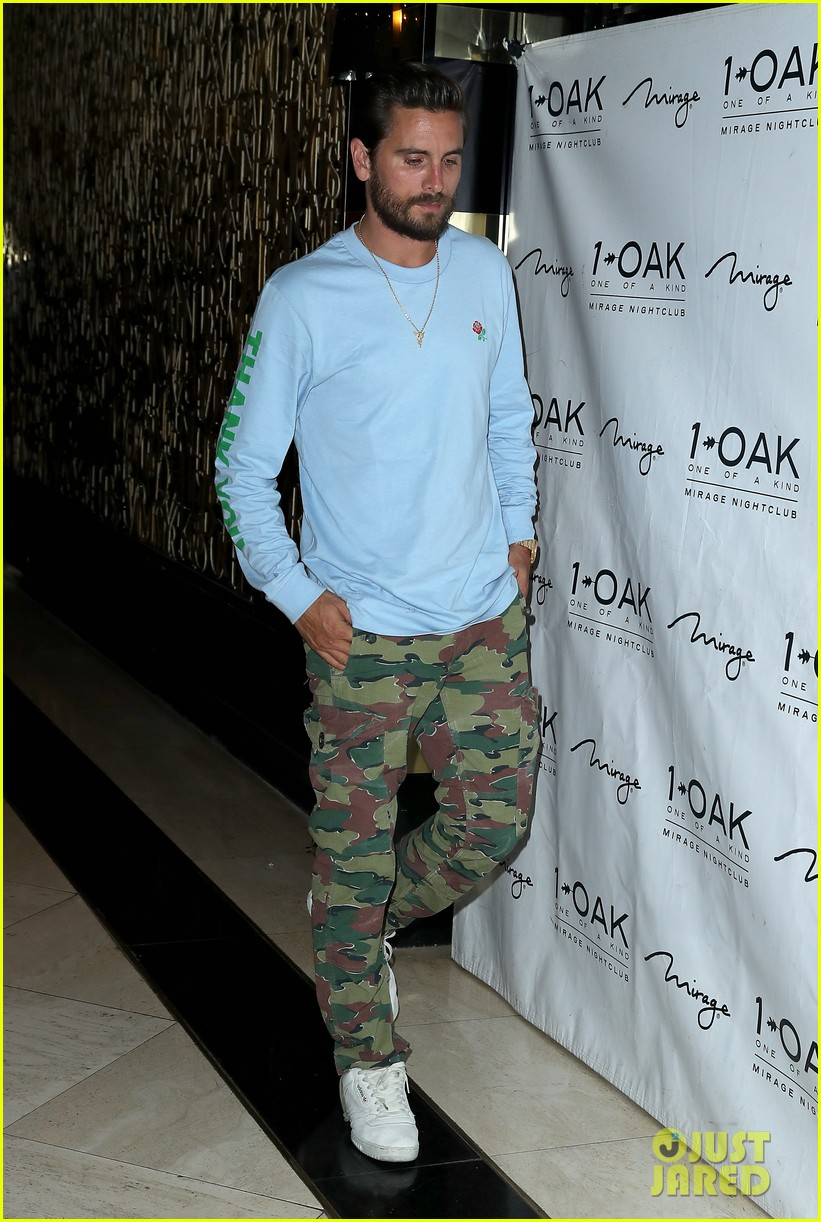 scott disick hosts nightclub appearance 053932813