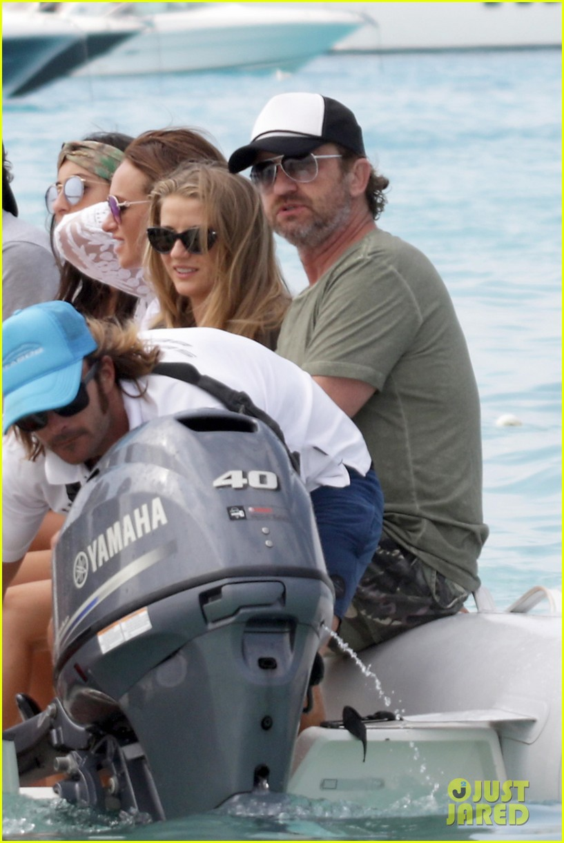 gerard butler beach boat spain friends 14