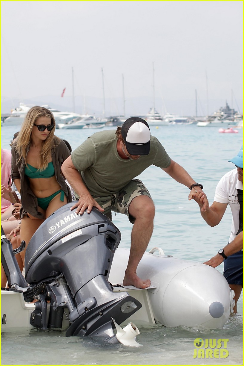 gerard butler beach boat spain friends 15