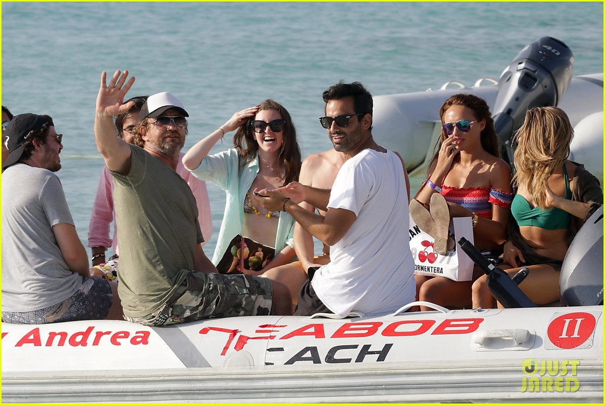 gerard butler beach boat spain friends 22