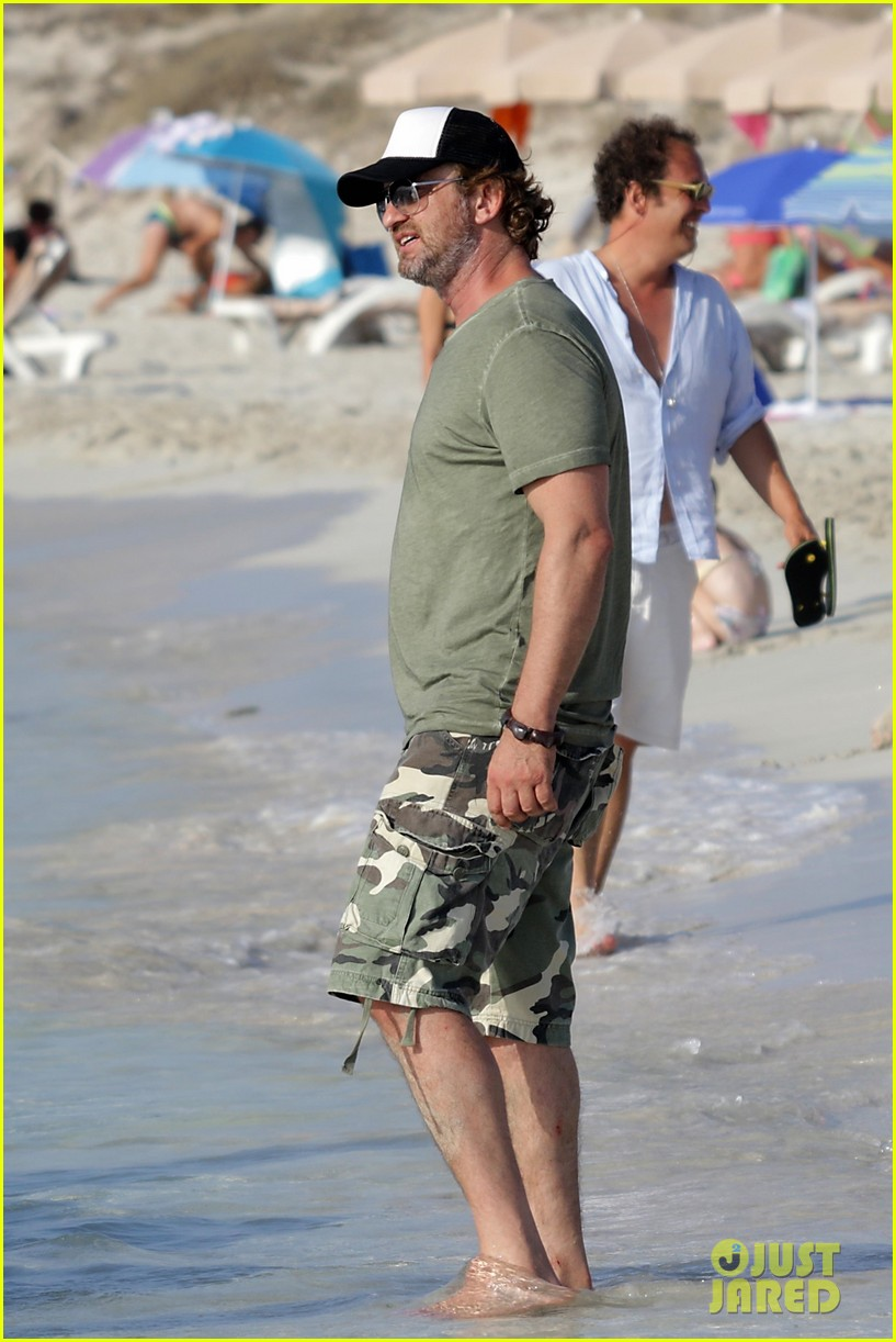 gerard butler beach boat spain friends 42
