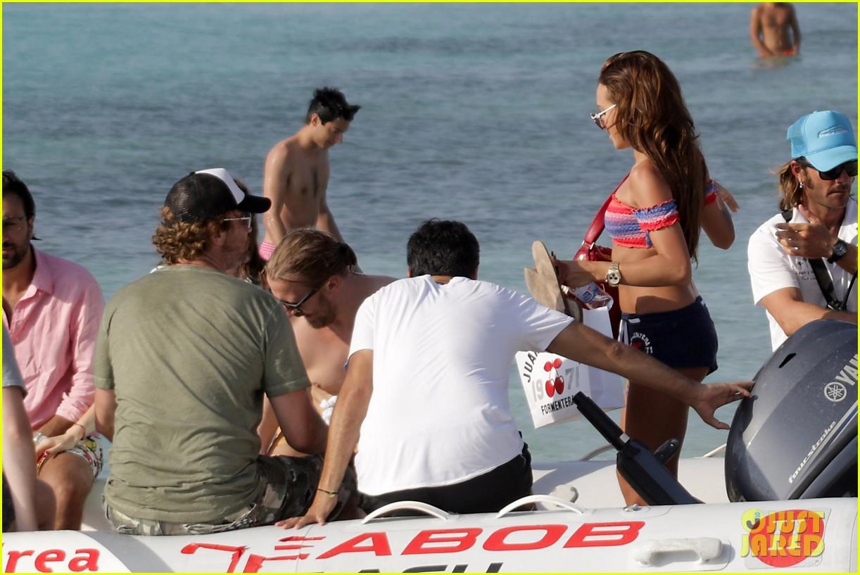 gerard butler beach boat spain friends 43