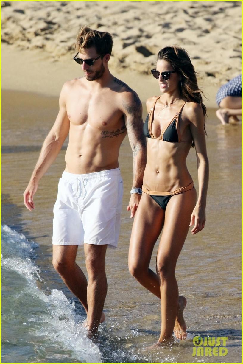 izabel goulart boyfriend kevin trapp flaunt pda at the beach 013925944