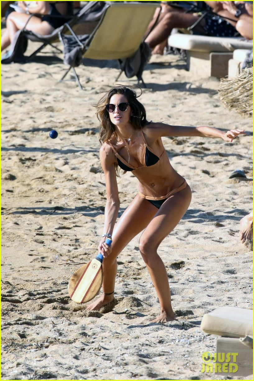 izabel goulart boyfriend kevin trapp flaunt pda at the beach 113925954