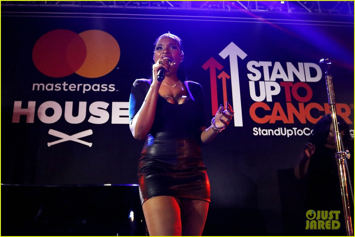 jennifer hudson hits the stage for stand up to cancer concert 093925824