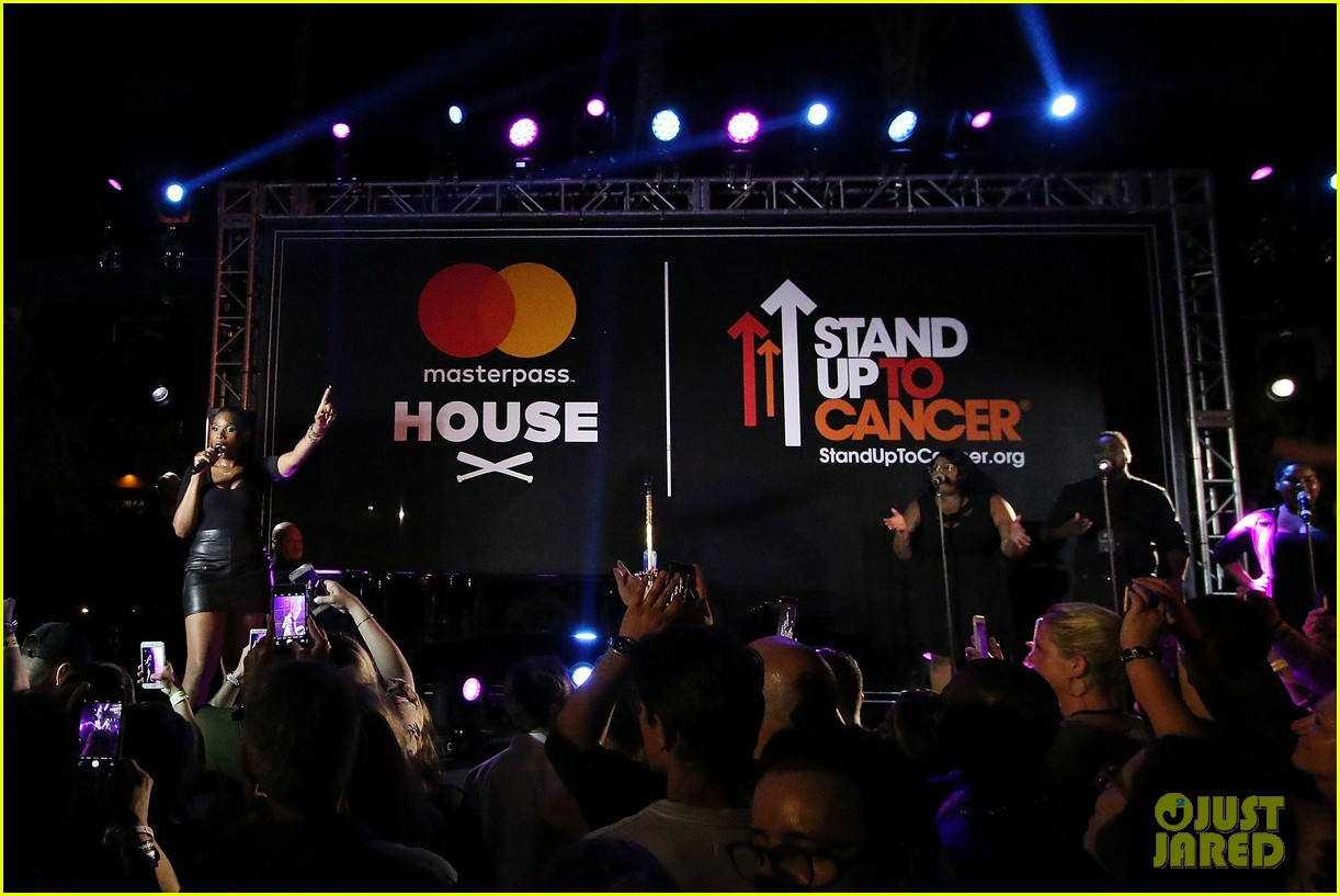 jennifer hudson hits the stage for stand up to cancer concert 103925825