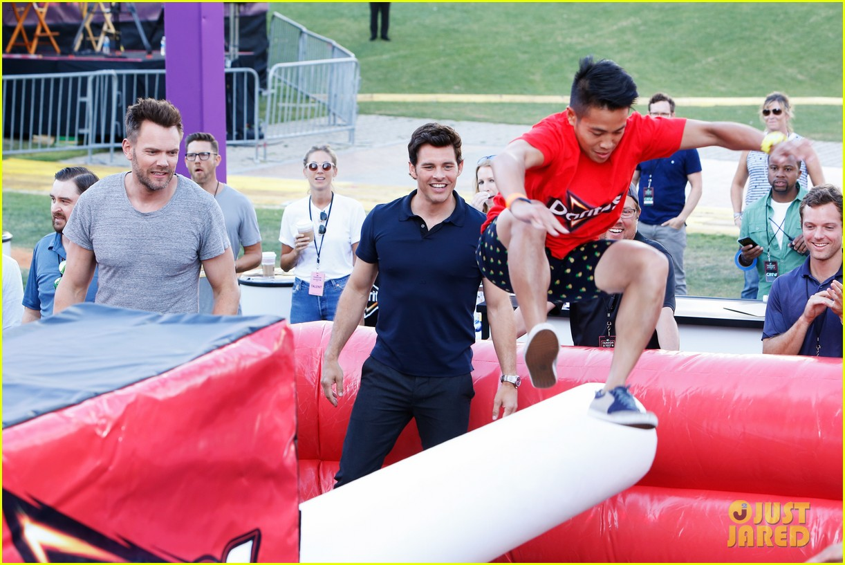 james marsden joel mchale 2017 comic con 033931793