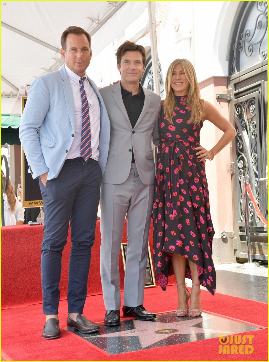 jennifer aniston supports jason bateman walk of fame 013934094