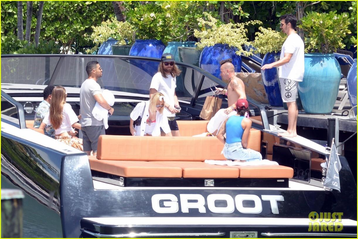 joe jonas wilmer valderrama go boating before summerfest 06