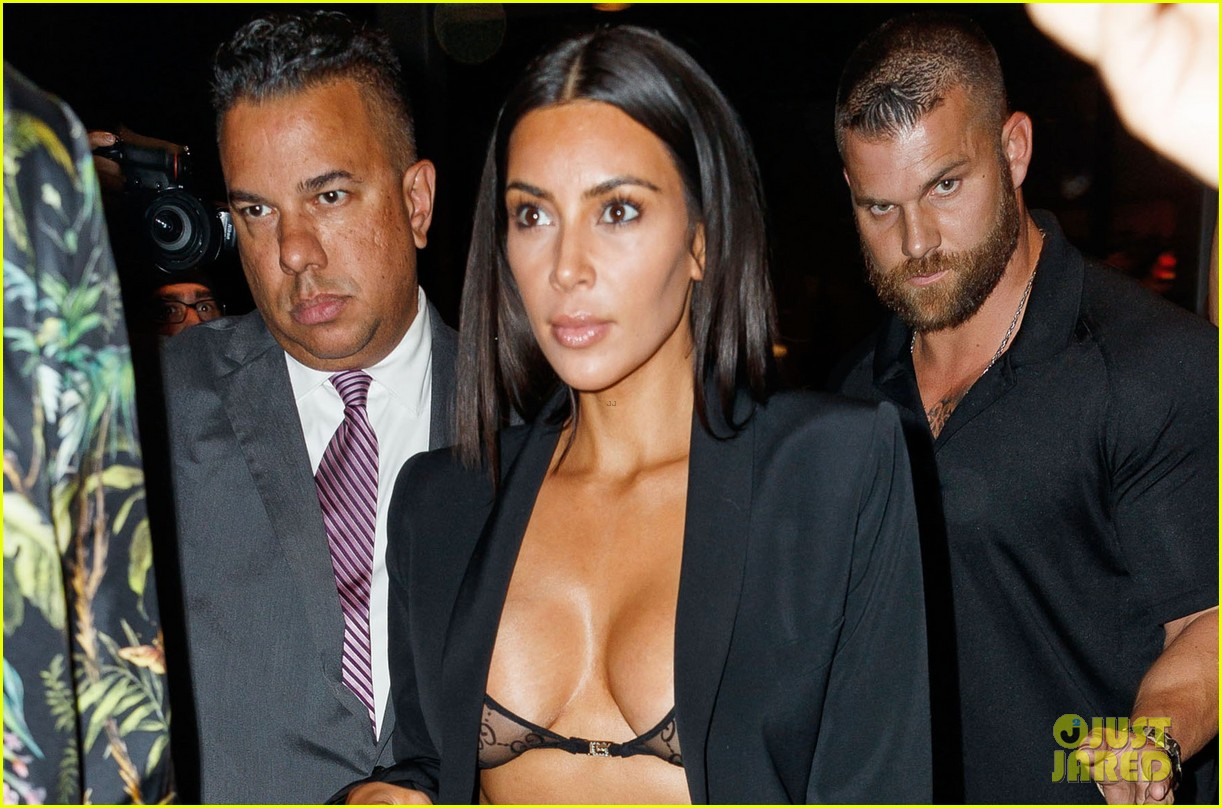 kim kardashian shows some skin out to dinner 043926100