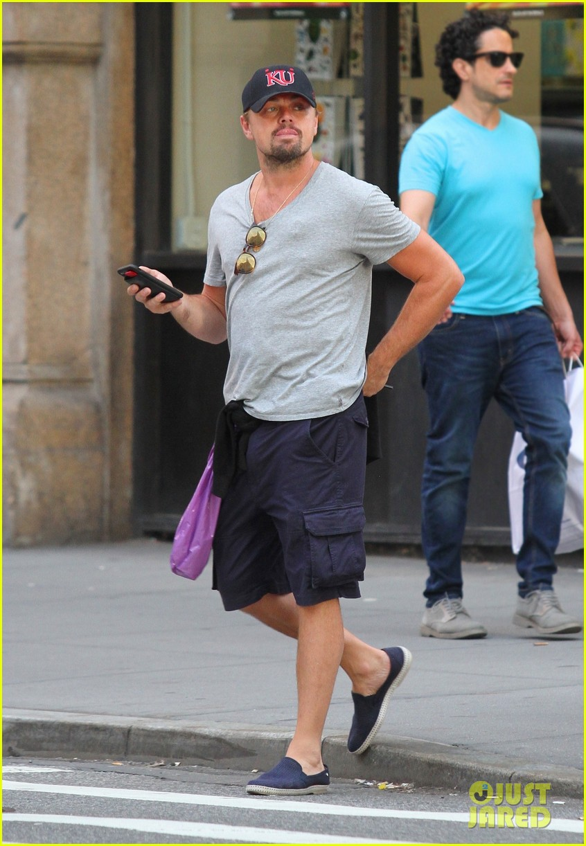 leonardo dicaprio walks 50 blocks nyc 013928853