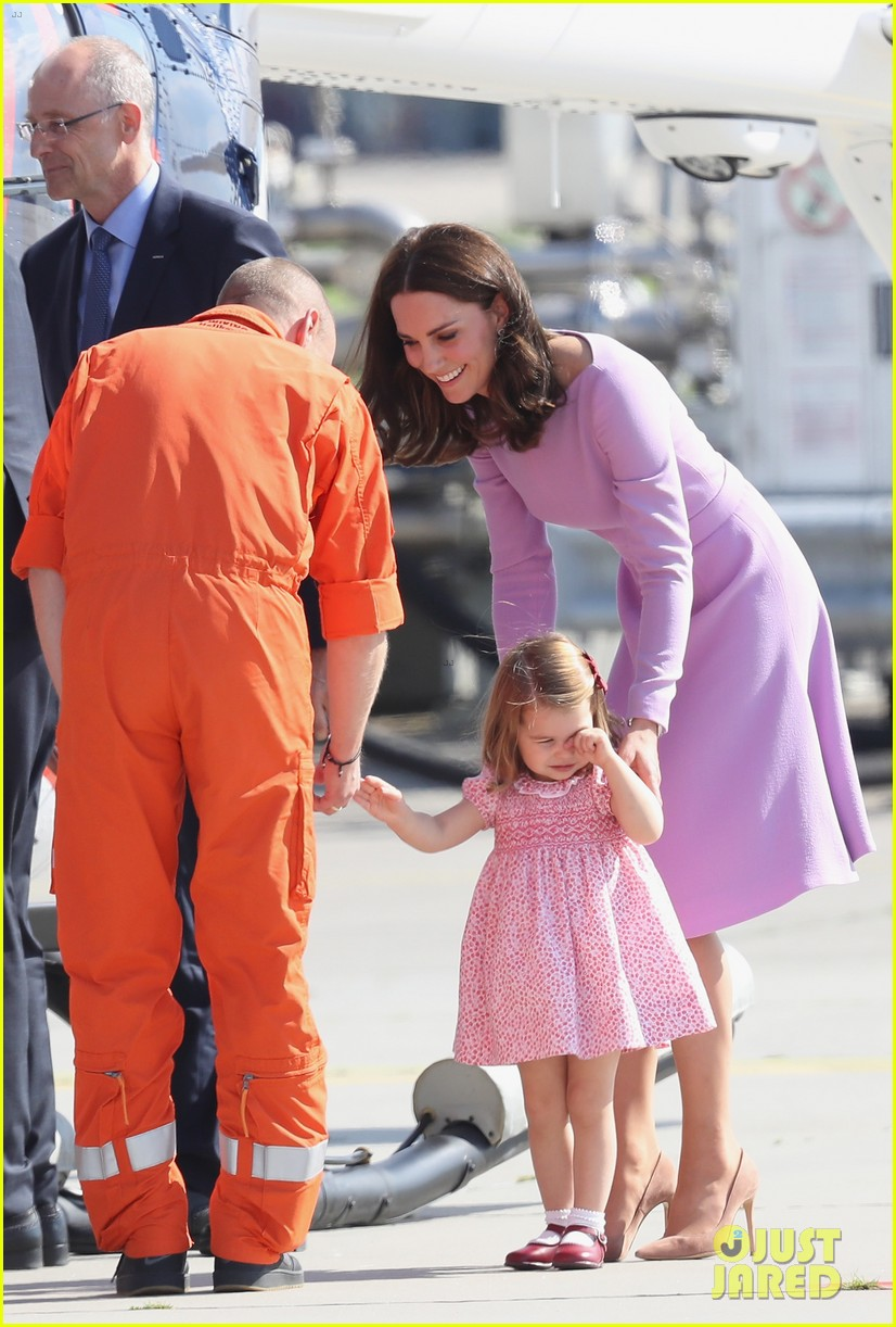Kate Middleton Amp Prince Williams View Helicopters In Germany With George Amp Charlotte Photo