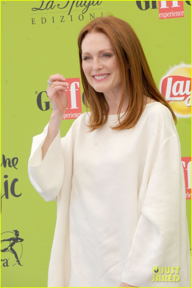 julianne moore brings inspiring message to giffoni film fest dont ever let 183929337