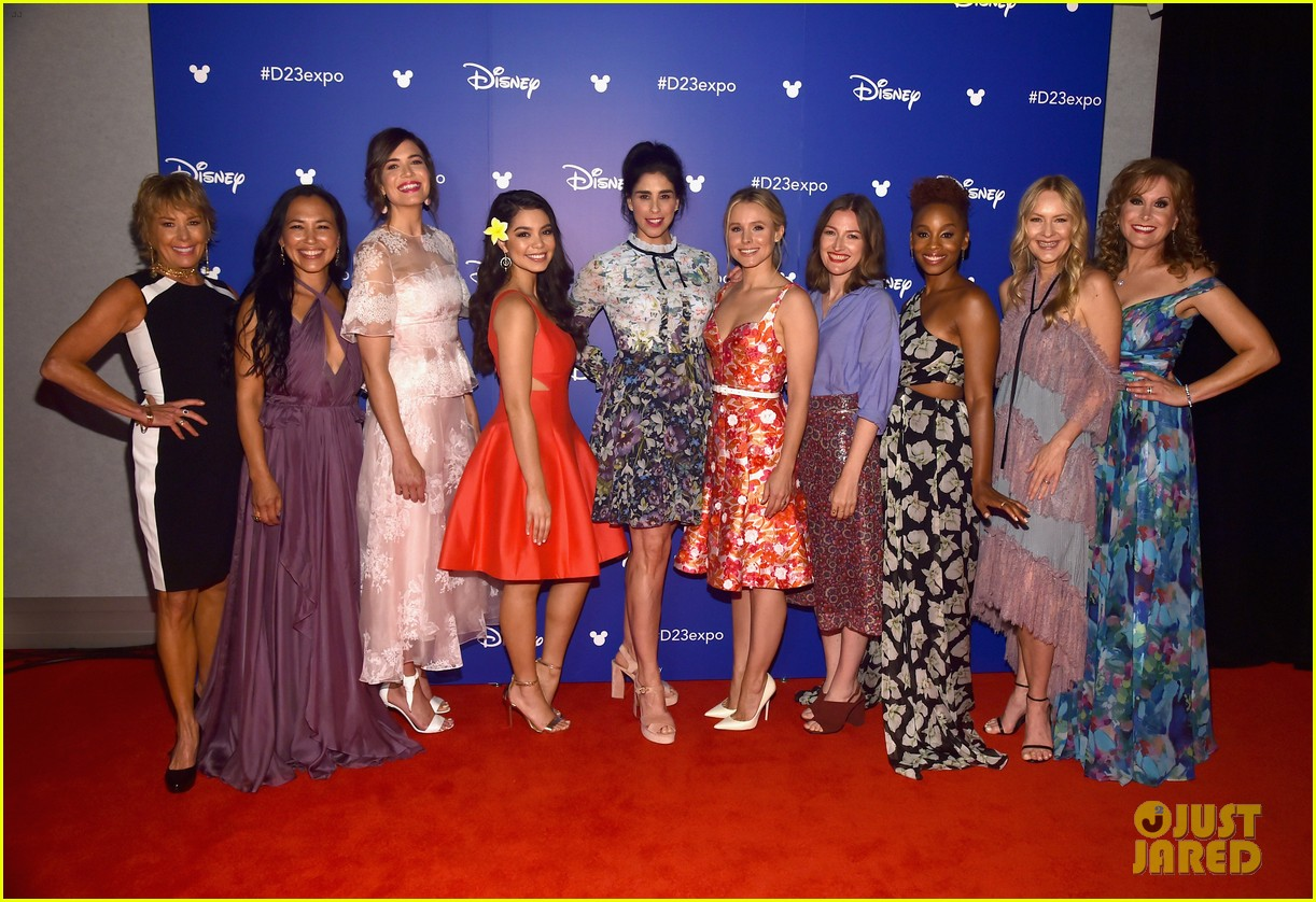 10 of disneys princess actresses met up for epic d23 photo 01