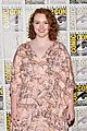 shannon purser surprises stranger things cast at comic con 06