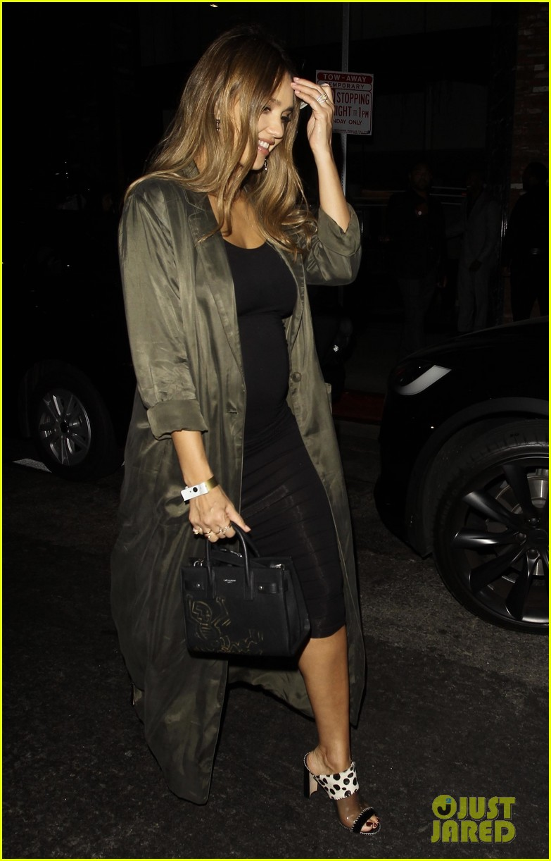 Pregnant Jessica Alba Displays Tiny Baby Bump in Form-Fitting ...