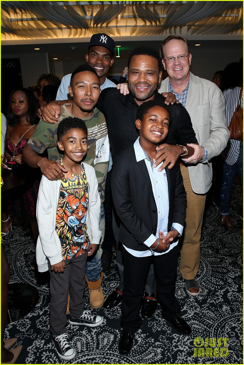 anthony anderson says he would switch roles with transparents jeffrey tambor 023945083