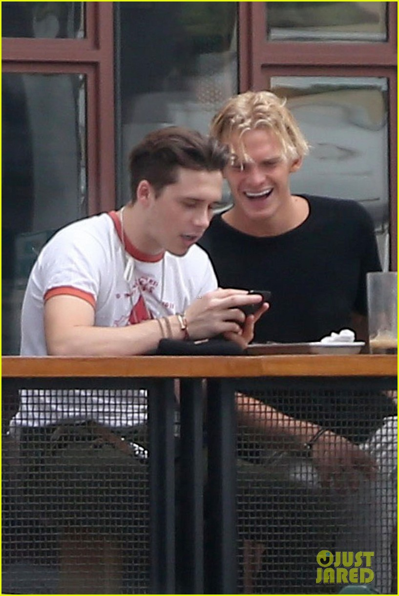 brooklyn beckham and cody simpson grab lunch in weho 053942866