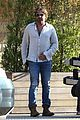 gerard butler dines out with a group 02