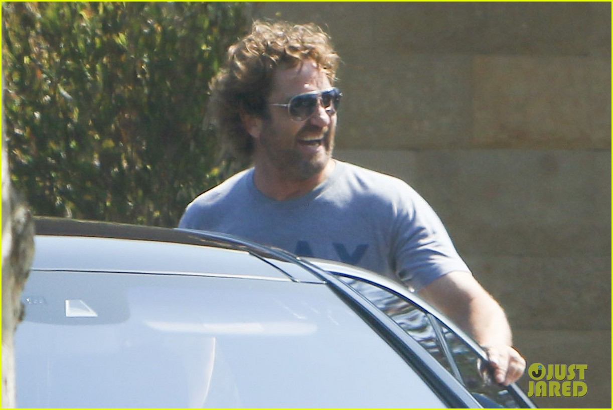 gerard butler wraps up his weekend in malibu 013938836