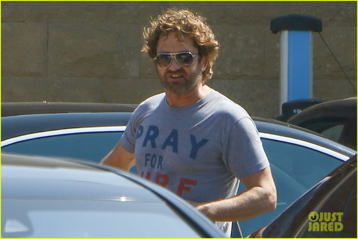 gerard butler wraps up his weekend in malibu 04