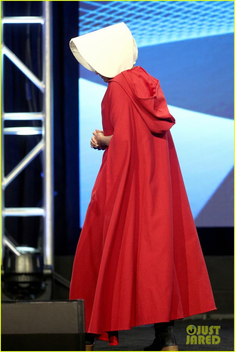 kristin chenoweth dresses as a handsmaid at tca awards 123938156