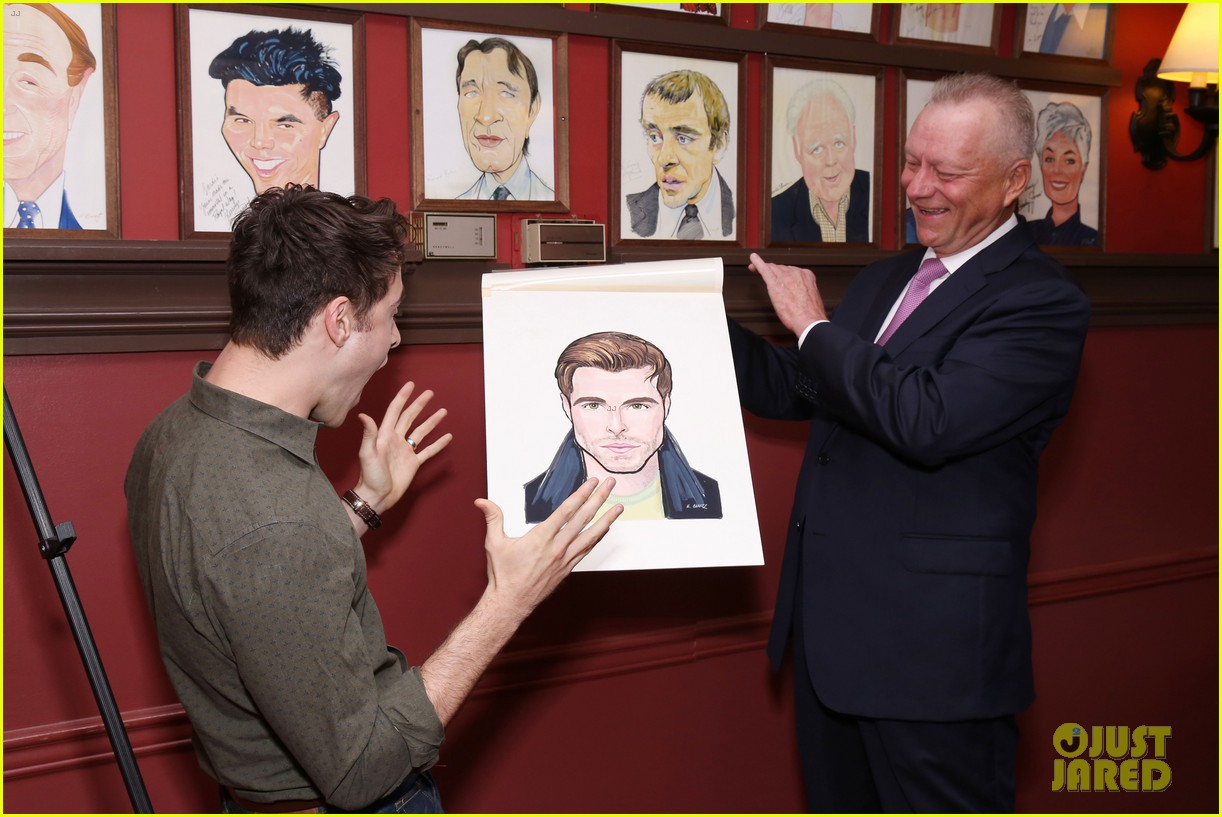 corey cott unveils his portrait at ny sardis 093941120