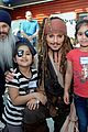 johnny depp dresses as jack sparrow to visit childrens hospital 18