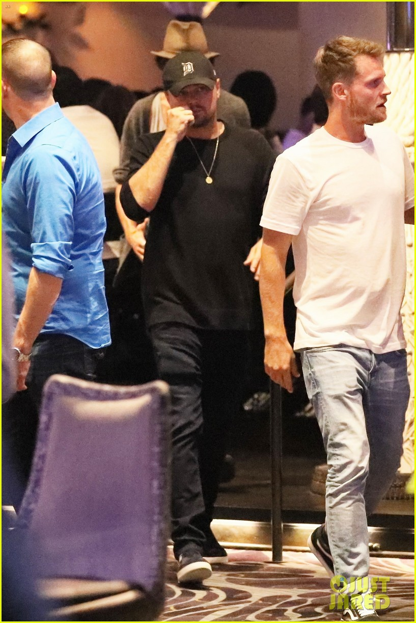 leonardo dicaprio hangs out in vegas before the big fight 033945773